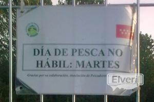 Cartelito de la puerta, sent by: trucho