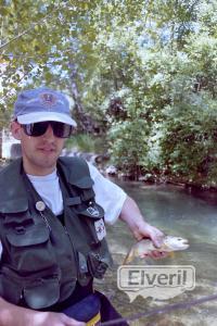 Paco con una trucha de Tramacastilla, sent by: creek