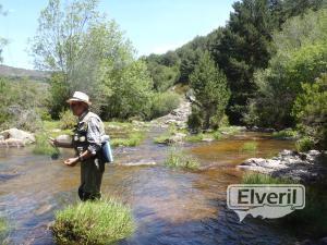 Luis pescando en el Sorbe, sent by: N (Not registered)