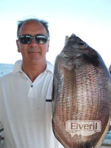Alonso con un sargazo pescado en el barco Maregalia 1º, sent by: Buenas pescatas, pero sensatas. (Not registered)