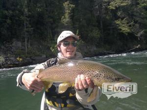 Pesca trucha marrón, envoyé par: Omar Ceballos (Non enregistré)