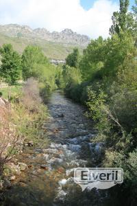 Desde el Puente de Valdepielago, sent by: creek